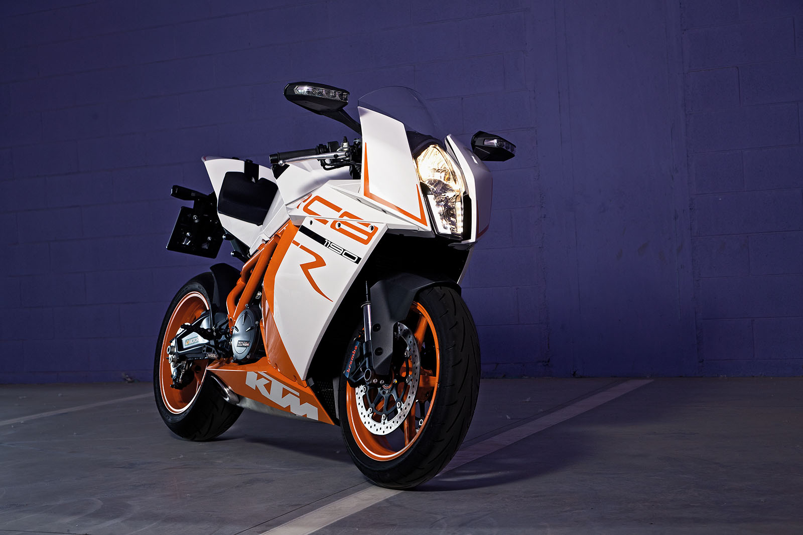 KTM_rc8r_2011_1190_static_front_parking
