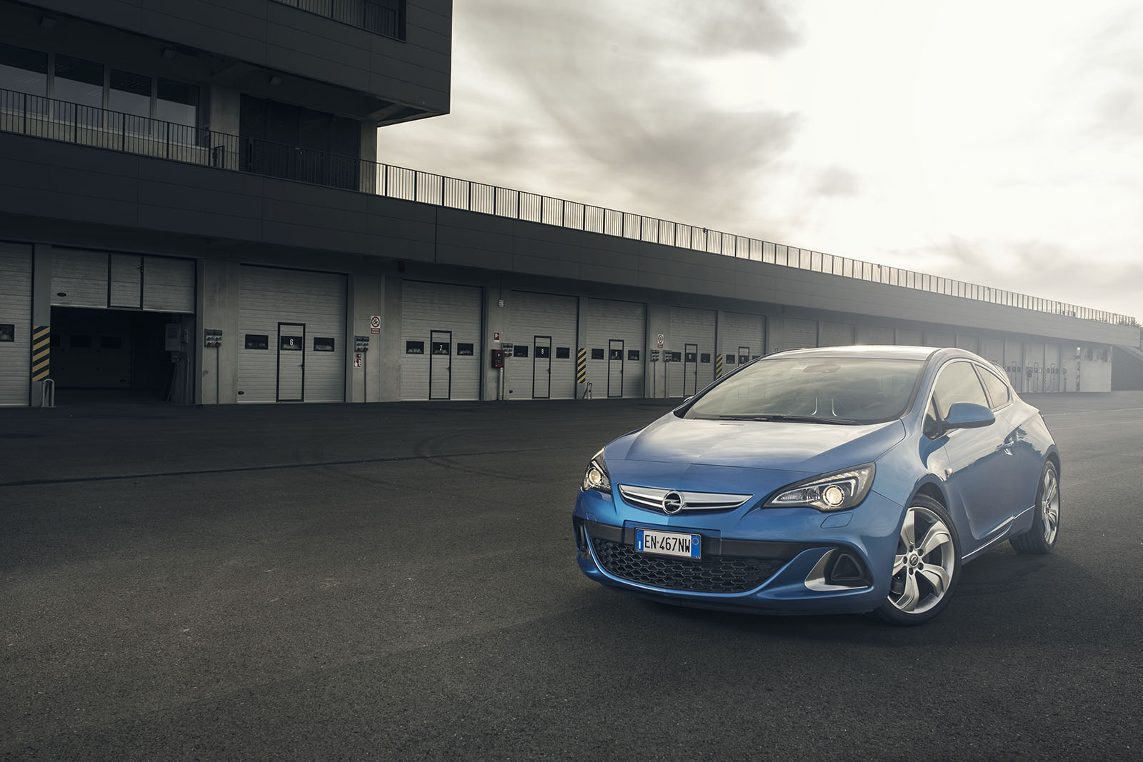 opel_astra_opc_static_modena_front_adv